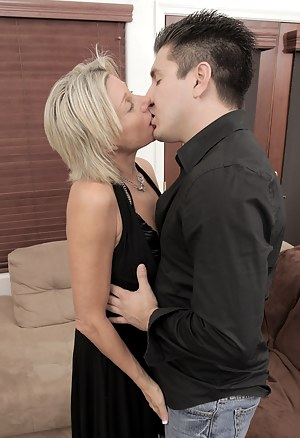 Kissing Porn Pictures